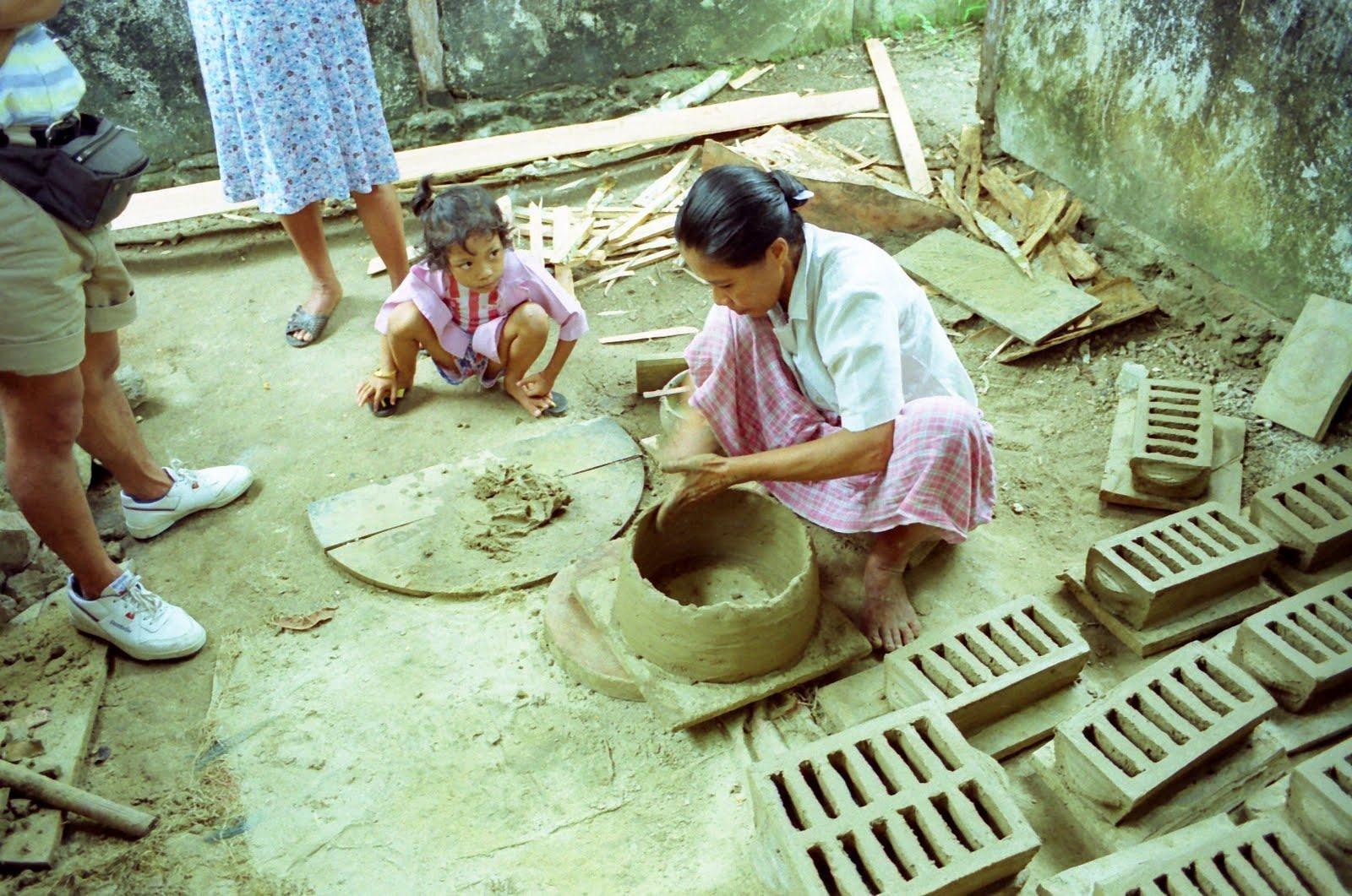 Saparua pottery