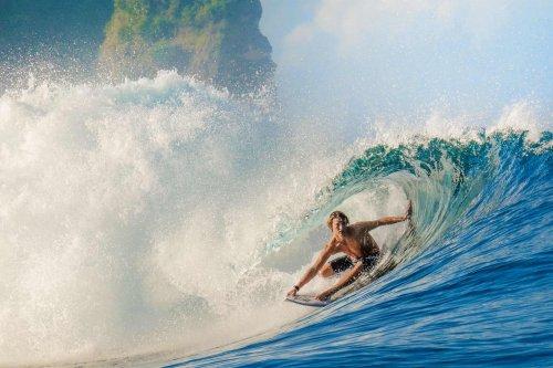 Sumba surfing