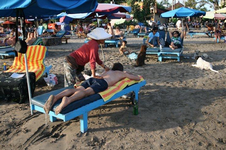 Massage op het strand van Legian