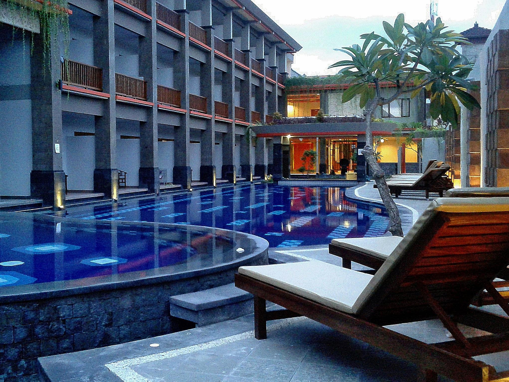 Sinar Bali Legian pool