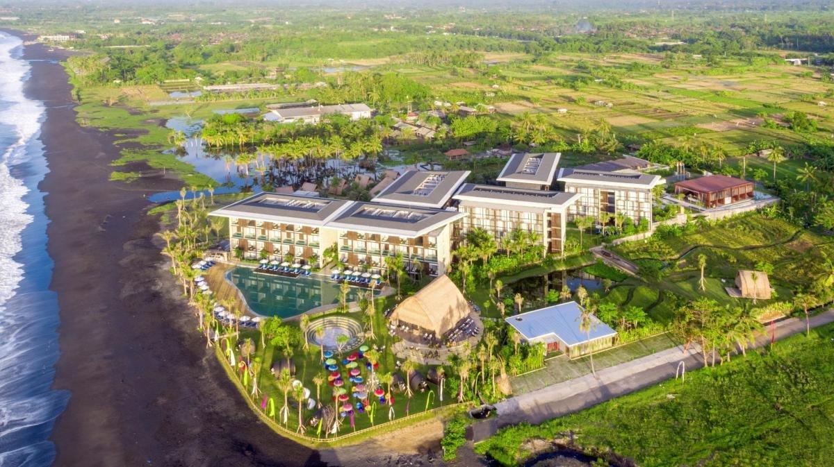 Wyndham Tamansari Hivva resort